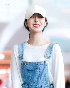 Kpop Girl Groups, Korean Girl Groups, Kpop Girls, Sinb Gfriend, G Friend, Airport Style, Mamamoo, South Korean Girls, Girl Crushes