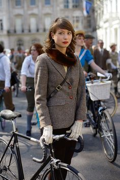 Now that's what Im talking about! Do good and look good doing it!  Cycling in Style in London