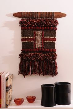 MURAL TEJIDO A TELAR Weaving Textiles, Tapestry Weaving, Loom Weaving, Hand Weaving, Textile Design, Textile Art, Yarn Crafts, Diy Crafts, Woven Wall Hanging