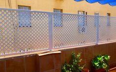 Cerramiento metalica chapa decor perforada Door Gate Design, Grades, Privacy Fences, Closets, Ideas Para, Garage Doors, Patio, Outdoor Decor, House