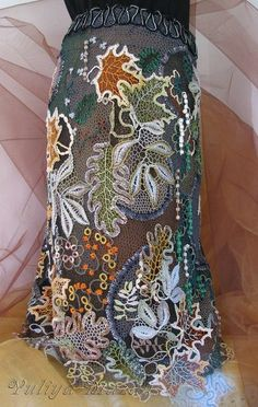 Картинка. She says created this with a little machine embroidery, weaving, and tatting... 5 months of work.
