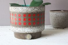 Planter ceramic Boho Boheme, vintage flower pot dots, flowerpot, gift office friend girlfriend husband men him her sister brother Decorated Flower Pots, Red Turquoise, Gifts For Office, Boho, Retro, Planter Pots, Sisters, Husband, Hand Painted