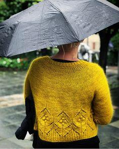 Ravelry: Magnolia Chunky Cardigan pattern by Camilla Vad Cardigan Pattern, Sweater Knitting Patterns, Knitting Designs, Bag Pattern Free, Crochet Pattern, Knit Crochet, Chunky Crochet, Vogue Knitting, Chunky Knit Cardigan