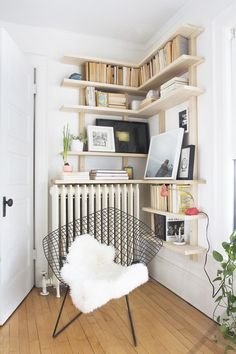 Building some DIY corner shelves might be a great idea for your next weekend project. Corner shelves are a smart solution for your small space. If you want to have shelves but you don't want to be too much on . Diy Corner Shelf, Wood Corner Shelves, Corner Bookshelves, Floating Corner Shelves, Bookcase, Bookshelf Ideas, Creative Bookshelves, Corner Wall, Small Corner