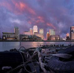 Fire At The Wharf - Canary Wharf just after the sun had set with a fire stripe in the sky -----------------------------------#ldn4all_lovewhatyoudo #london4all @canarywharflondon #sunset #clouds #lowtide -----------------------------------