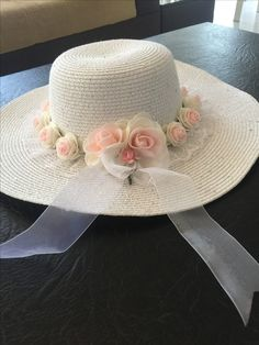Discover thousands of images about Vintage straw hats for girl lace flower decoration wide brim hat Tea Hats, Tea Party Hats, Funky Hats, Cool Hats, Kentucky Derby Outfit, Derby Outfits, Hat Decoration, Hat Crafts, Summer Hats