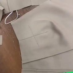 Sewing Basics, Sewing Hacks, Sewing Tutorials, Dress Sewing Patterns, Sewing Patterns Free, Costura Fashion, Couture Sewing Techniques, Sewing Blouses, Sewing Lessons