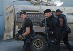 Barney Ross, Lee Christmas and Hale Caesar (Sylvester Stallone, Jason Statham and Terry Crews) gear up to do serious damage in The Expendables 2 Jason Statham, Sylvester Stallone, Terry Crews, The Expendables, 2015 Movies, Good Movies, Watch Movies, English Drama Movies, Statham Movies