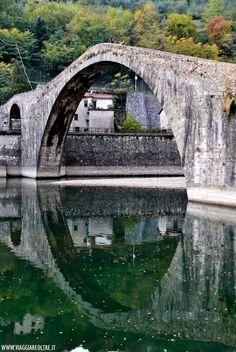 Ponte del Diavolo, Borgo a Mozzano Misteri e leggende della Provincia di #Lucca #viaggi #toscana #halloween