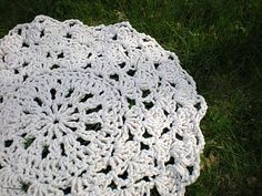 A crochet rug made out of rope. I don't want it, but I do want to make it....