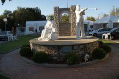 Piazza Verneuil de Malatte,  monumento celebrativo che prende il nome della città francese con cui Piegaro è gemellata.