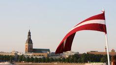 Центр госязыка Латвии выпустил обращение к жителям страны, согласно которому разговаривать на рабочих местах нужно сугубо на латышском языке.