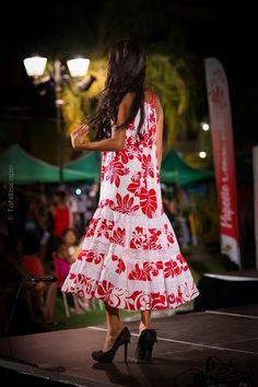 Polynesian dress Island Wear, Muumuu, Blue Moonstone, Different Dresses, Tahiti, Fashion Addict, African Fashion, Hawaiian, Designer Dresses