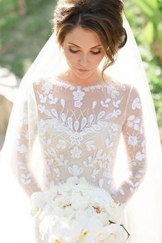 Stunning Carolina Hererra wedding dress: http://www.stylemepretty.com/destination-weddings/2015/11/15/paradise-found-romantic-tropical-wedding-in-mexico/ | Photography: Sara Richardson - http://sararichardsonphoto.com/
