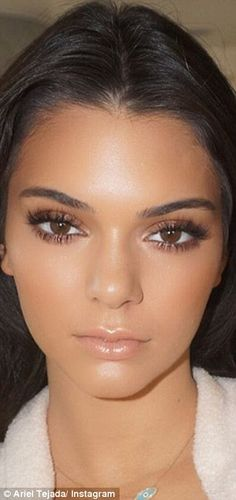 Ariel creates a bronzed look on Kendall...