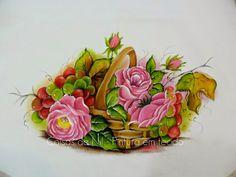 Coisas da Nil - Pintura em tecido: Uma cesta com rosas e uvas.