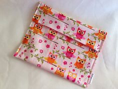 Reusable snack bags. Perfect for kids' lunches. Via SewCraftyCat on Etsy.