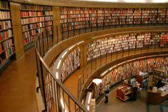 """Bir+heves,+bir+nefes:+kütüphane.+Yazıya+bilerek+böyle+başladım.+Yıllardır+her+yerden+duyarız.+""""Kütüphane+kurma+projesi""""+haberinin+olmadı+tek+gün+yok+gibi. Herkes+çok+meraklı+ve+çok+isteklidir+kütüphane+kurmaya.+Herkes+çok+kolay+bir+iş+sanır+kütüphane"""