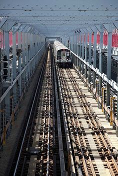 "A view on one of the ""Subway"" bridges from Manhattan to Brooklyn and Queens, New York City"