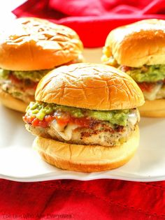 These Green Chile Chicken Sliders are spicy and full of flavor! These Green Chile Chicken Sliders are perfect for game day! Green chilies are the secret ingredient to make these sliders spicy! Green Chili Chicken, Green Chilli, Slider Buns, Chicken Sliders, Slider Recipes, Wrap Sandwiches, Turkey Sandwiches, Salmon Burgers, Chicken Recipes