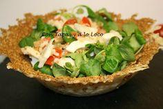 CON TAPAS Y A LO LOCO: Ensalada en tulipa de queso gamoneu Chefs, Queso, Guacamole, Carne, Tapas, Mexican, Ethnic Recipes, Food, Spice