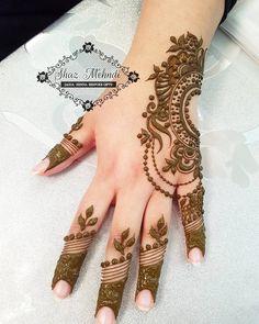 coolTop Friend Tattoos - Gulf inspired design for beautiful Halima Modern Mehndi Designs, Mehndi Design Photos, Beautiful Henna Designs, Bridal Mehndi Designs, Mehandi Designs, Heena Design, Mehndi Images, Wrist Henna, Henna Tattoo Hand