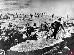 Erster Weltkrieg - Erinnert euch!Österreichische Soldaten greifen italienische Stellungen an.