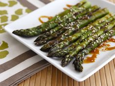 Roasted Sesame Asparagus - Roasted asparagus drizzled with a sesame-flavored sweet and spicy sauce and sprinkled with sesame seeds. Vegan Asparagus Recipes, Easy Healthy Recipes, Veggie Recipes, Vegetarian Recipes, Cooking Recipes, Easy Cooking, Asian Recipes, Delicious Recipes, Vegan Vegetarian