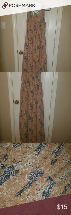 Multi season maxi dress Super cute and on trend maxi dress. Can wear now with jean jacket and without one in spring and Summer. Lightweight material with lining. Reposhing because it didn't fit me. Definitely a junior's large. Dresses Maxi