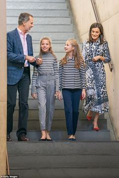 Princess Leonor dons striped jacket as she joins King Felipe and Queen Letizia for engagement Princess Of Spain, Prince And Princess, Princess Sofia, Princess Letizia, Queen Letizia, Zara Cape, Vanity Fair, Princesa Charlene, Spanish Royalty