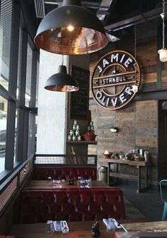 What about a special place to have your meal like a vintage industrial bar or restaurant? Today we bring you that. Cafe Restaurant, Restaurant Vintage, Italian Restaurant Decor, Luxury Restaurant, Restaurant Lighting, Cafe Menu, Restaurant Branding, Restaurant Ideas, Restaurant Interior Design