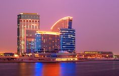 Dubai Festival City hotel offers exquisite cuisine and relaxation!