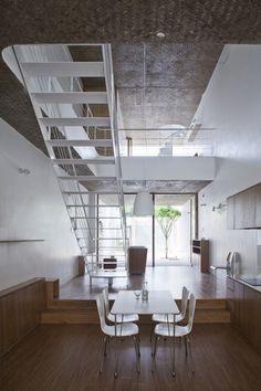 ANH House by Sanuki + Nishizawa Architects I Like Architecture Patio Interior, Interior And Exterior, Ho Chi Minh Ville, Narrow House, Japanese Interior, Interior Architecture, Small Spaces, Modern Design, House Design