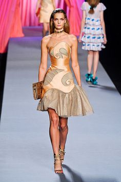 Viktor & Rolf Spring 2012 Collection  -  not a dress for a 'real' person, but doesn't it look fabulous here?