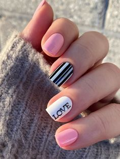 Get ready to wear you heart on your nails with one of these Nail Art Designs For Valentine's Day. Essie Polish, White Nail Polish, White Nails, Cnd Nails, Bling Nails, Christmas Nail Art Designs, Christmas Nails, Color French Manicure, Girls Nail Designs