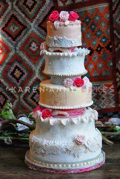 Bruidstaart met kant en rozen..Karen Anne Cakes