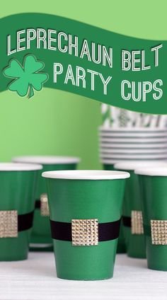 Patrick's Day Party: DIY Leprechaun Belt Cups St. Patrick's Day Party: DIY Leprechaun Belt Cups come together in a couple of quick steps. Fete Saint Patrick, Sant Patrick, St Patrick's Day Decorations, St Patrick Decorations, St Patricks Day Food, Kobold, St Paddys Day, St Pats, Luck Of The Irish