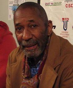 Ron Carter es un contrabajista estadounidense de jazz. Su contribución en más de 3500 álbumes hacen de él uno de los contrabajistas con más grabaciones en la historia del jazz, junto a Milt Hinton, Ray Brown y Leroy Vinnegar. (n. 1937).Carter es también un aclamado chelista que ha participado en numerosas grabaciones tocando el chelo.Géneros: Hard bop, Post-bop