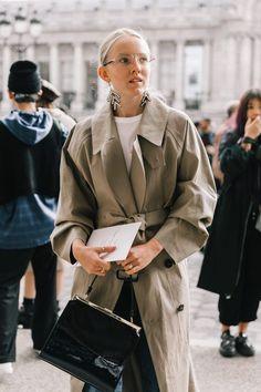 Street style looks, street chic, street style women, collage vintage, coat Street Style Blog, Looks Street Style, Looks Style, Street Chic, Street Style Women, Trench Coat Outfit, Collage Vintage, Mode Inspiration, Sandro