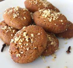 Melomakarona recipe (Greek Christmas Honey Cookies) - My Greek Dish Greek Sweets, Greek Desserts, Köstliche Desserts, Greek Recipes, Delicious Desserts, Greek Meals, Italian Recipes, Melomakarona Recipe, Koulourakia Recipe