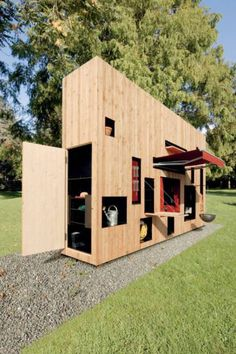 This small house design looks like an artwork, but designed for camping and outdoor living in style. The amazingly compact this small home can be used as a summer house, country side cottage, mountain cabin or garden house. Lushome presents this small house design as a great inspiration for creating