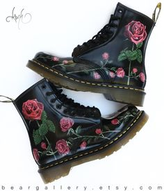 Aangepaste Doc Martens laarzen schedels en rozen door BearGallery