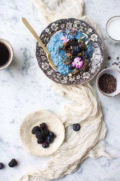 Morning oats with blue majik! Recipe by Tiril Refsum Styling/Photo by Line Dammen Morning Oats, Order Cake, Breakfast Cake, Overnight Oats, Oslo, Raw Food Recipes, Eat Cake, Acai Bowl, Smoothies