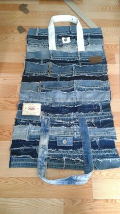 Great Pictures Bags & Handbag Trends: # Jeans Reform # Pockets # Jean # Bag # Putting . Popular I really like Jeans ! And a lot more I want to sew my very own Jeans. Next Jeans Sew Along I'm g Denim Tote Bags, Denim Purse, Denim Bags From Jeans, Diy Jeans, Levis Jeans, Jean Purses, Denim Ideas, Denim Crafts, Upcycled Crafts