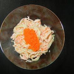 Foodilicious: Spicy Kani Salad Ingredients 6 Sticks imitation crab leg meat 2 Cucumbers (skinned, seeded, and julienne) Cup tobiko roe 2 Splash rice vinegar 3 Tbsp mayonnaise 1 Tsp sriracha sauce 3 Tsp sesame Sushi Recipes, Veggie Recipes, Asian Recipes, Cooking Recipes, Healthy Recipes, Japanese Recipes, Asian Foods, Seafood Dishes, Snacks