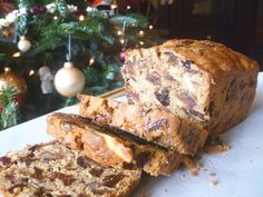 World's Best Fruitcake Ever (gluten free, refined sugar free) and more of the best healthy Christmas recipes Gluten Free Cakes, Gluten Free Desserts, Dessert Recipes, Sin Gluten, Cheesecakes, Best Fruitcake, Healthy Christmas Recipes, Low Carb Backen, Grain Free Bread