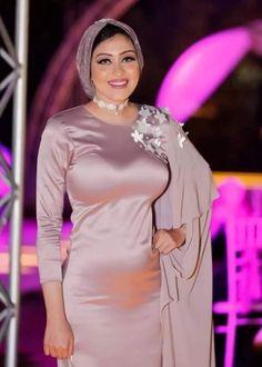 Beautiful Arab Women, Stunning Girls, Beautiful Hijab, Beautiful Mask, Arab Girls Hijab, Girl Hijab, Muslim Girls, Tight Dresses, Satin Dresses