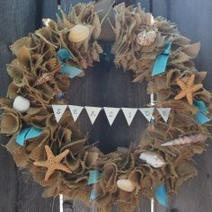 gallamore west: Burlap wreath with seashells. I would put our last name on the little flags! Seashell Wreath, Seashell Crafts, Beach Crafts, Crafts To Make, Arts And Crafts, Diy Crafts, Seashell Art, Starfish, Burlap Crafts