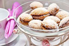 Lusikkaleivät on pikkuleipien herkullinen klassikko. Home Food, Sunday Brunch, Doughnut, Raspberry, Cereal, Muffin, Lemon, Sweets, Sugar
