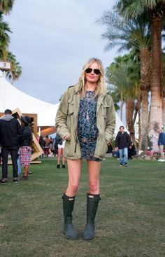 The right festival look for a rainy day #wefashion #summer
